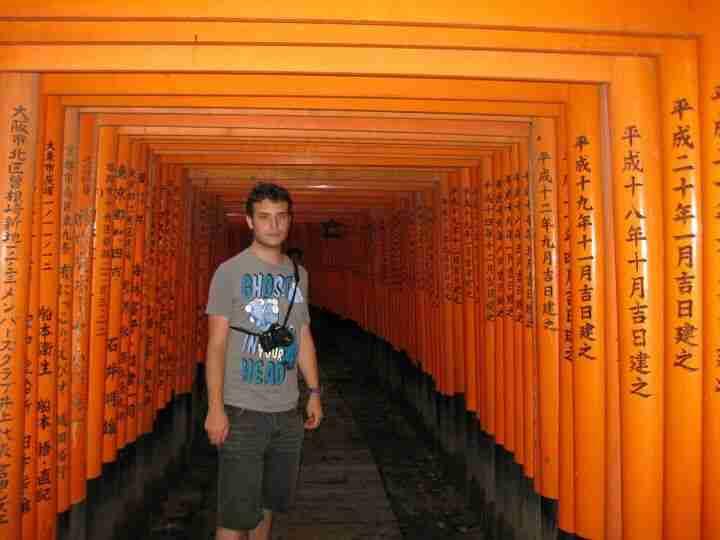 Kyke recorriendo Fushimi Inari