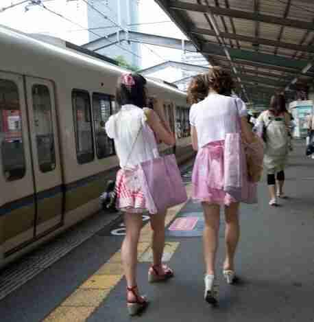 japonesas en el metro de Osaka