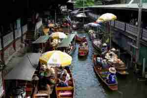 Mercado flotante cerca a Bangkok
