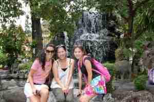 las japonesas y Angela en el Wat Pho
