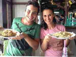 comiendo nuestro plato favorito tailandes