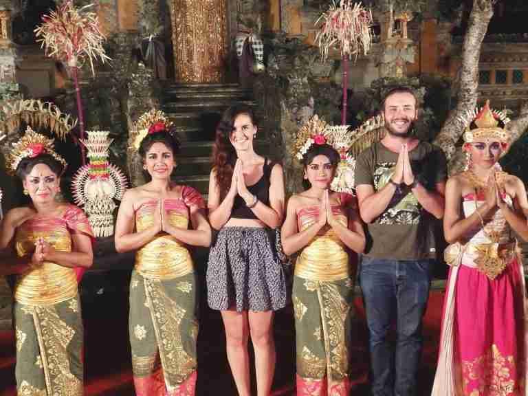 con las bailarinas indonesias