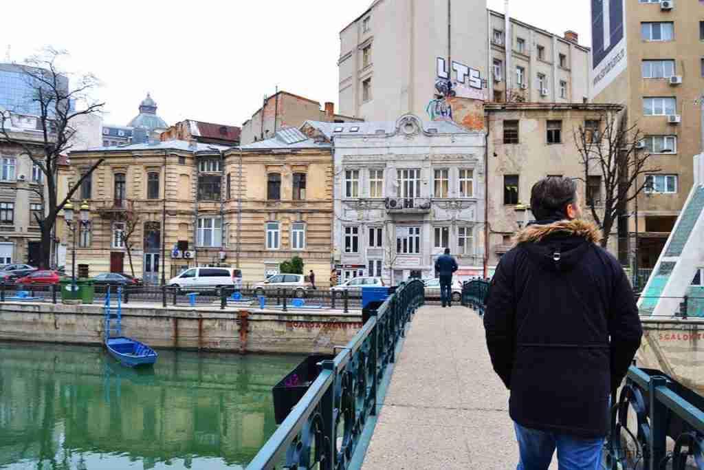 curzando el rio de Bucarest