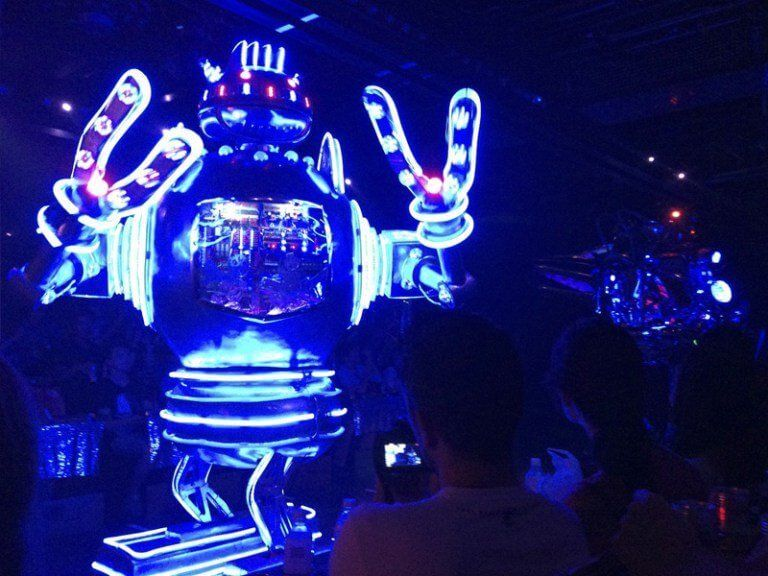 Modo traveller disfrutando del Robot Restaurant