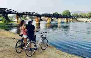 bicileta en Rio Kwai