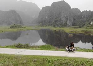 Recorriendo en moto zona Ninh Binh, Vietnam