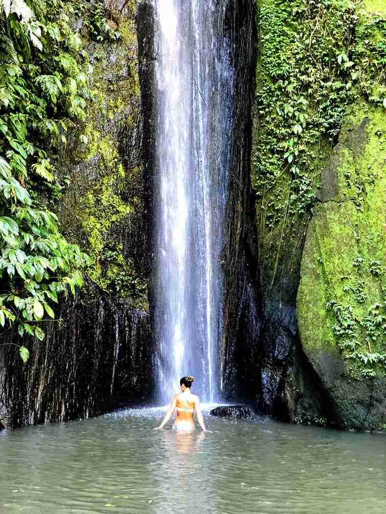 cascada natural de Bali, en plena naturaleza